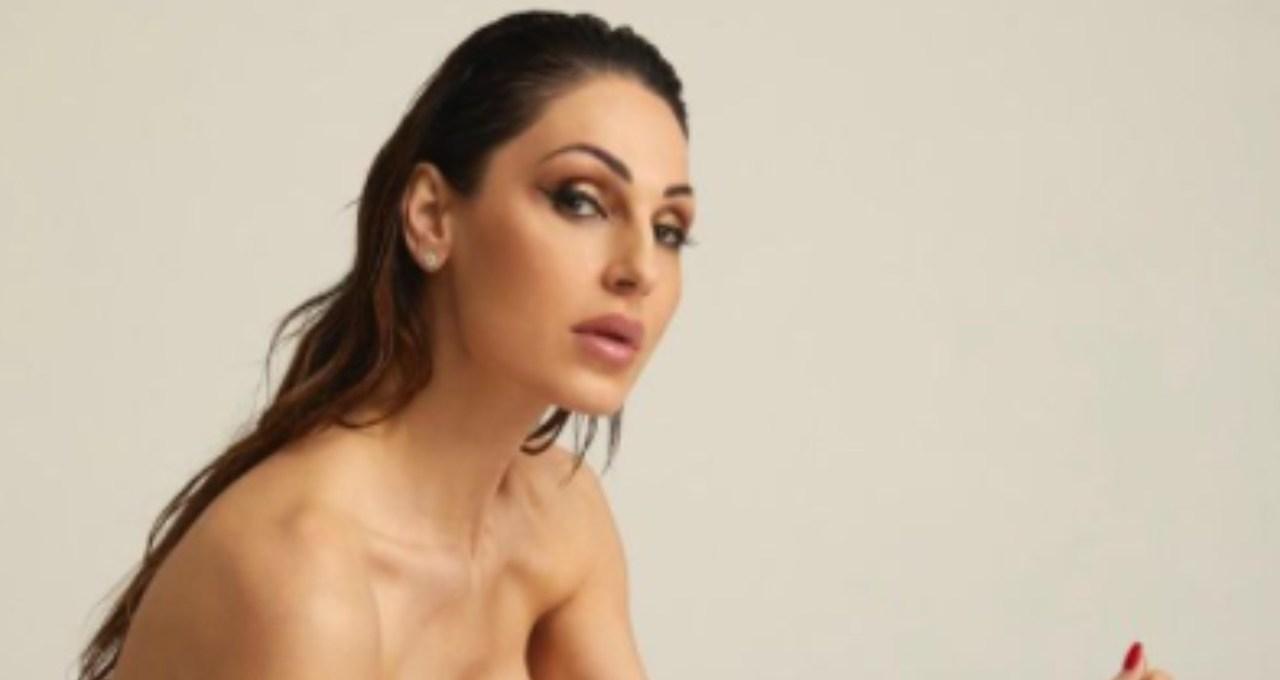 anna-tatangelo-regina-della-bellezza:-che-curve-mozzafiato-foto