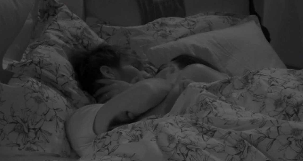 lulu-selasie-e-manuel-bortuzzo-a-letto-insieme-si-baciano-in-bocca-e-si-fanno-le-coccole-(foto)