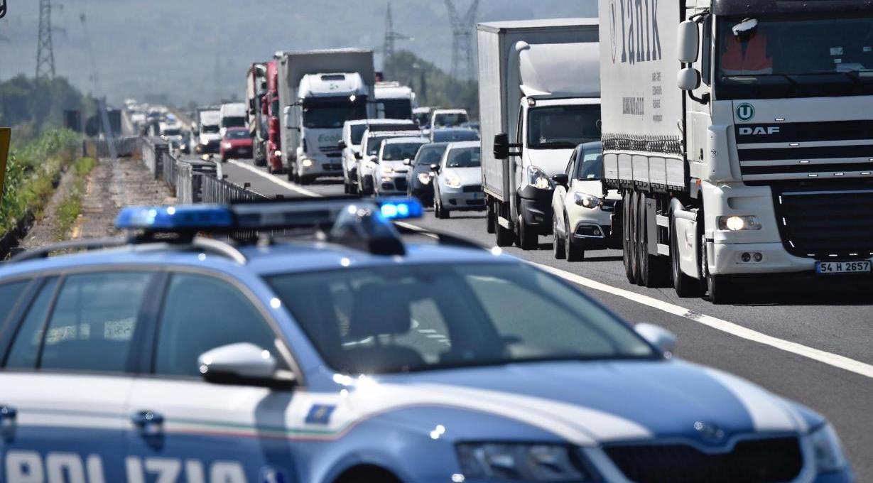 camionisti-no-green-pass,-lo-sciopero-prende-piede:-raggiunte-code-di-40km-sulla-milano-genova,-disagi-a-firenze-e-imola