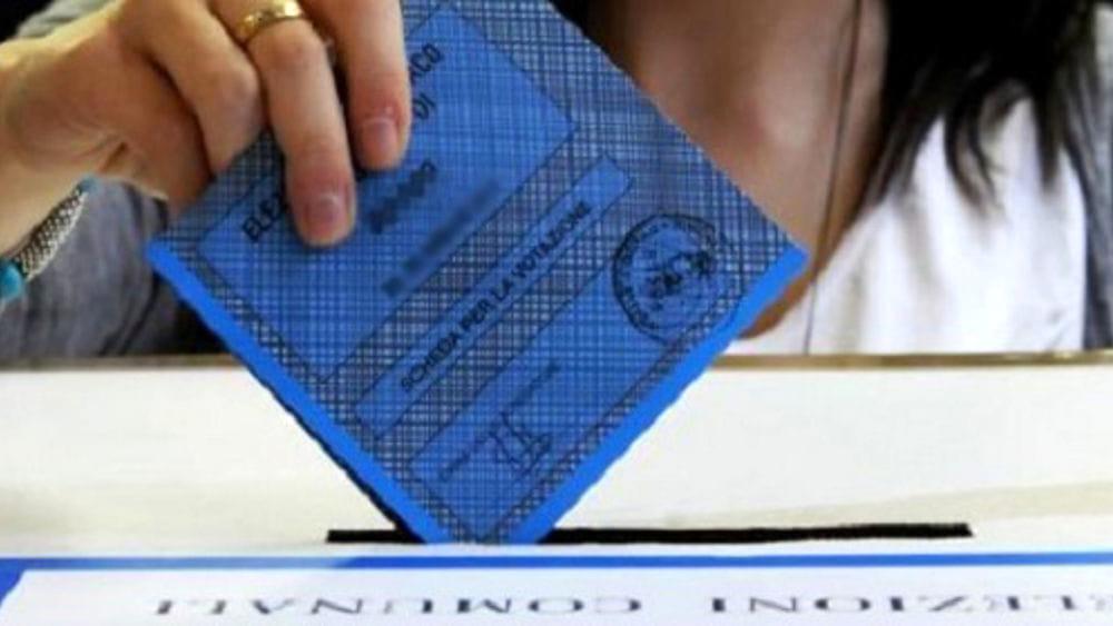 elezioni-comunali-2021,-riprendono-le-operazioni-di-voto:-aperti-i-seggi-in-sicilia-e-sardegna