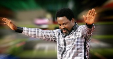 Glory To God! How prophet TB Joshua Saves Man From Killing Another man