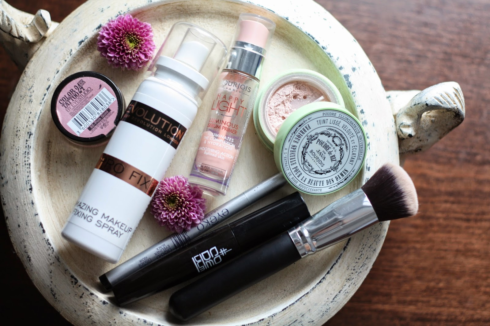 Top 5 tricks on how to keep your make-up on whole day