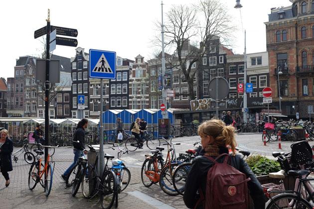 Amsterdam-wayfinding-signage-clutter