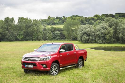 2016-Hilux-Invincble-Ext-Static-2