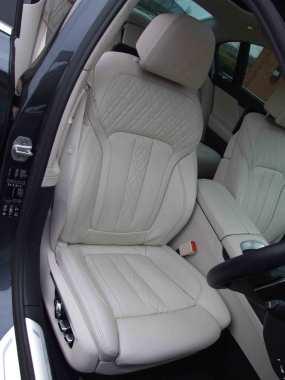 BMW-740Ld-xDrive_interior_1