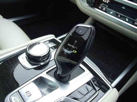 BMW-740Ld-xDrive_interior_8
