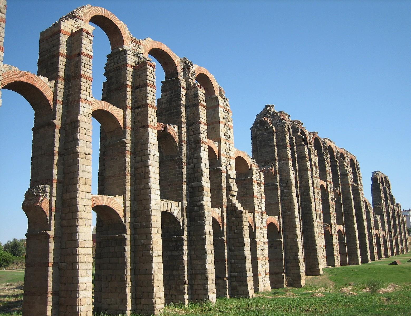Acueducto de los milagros en la ciudad romana de merida en extremadura