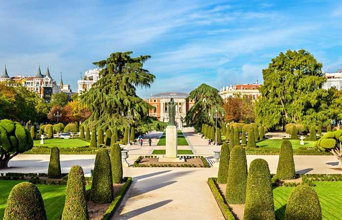 Foto de los paseos del Parque del Retiro de la ciudad de Madrid