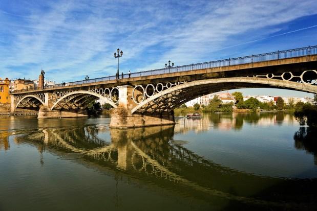 Foto del puente de Triana en la ciudad de Sevilla