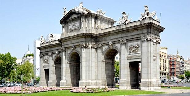 Foto de la Puerta de Alcalá en la ciudad de Madrid