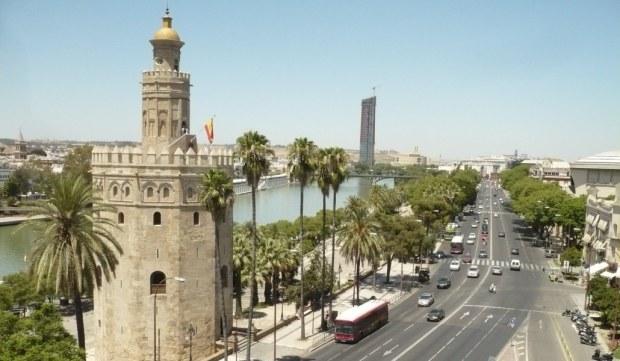 Foto de la Torre del Oro en la ciudad de Sevilla