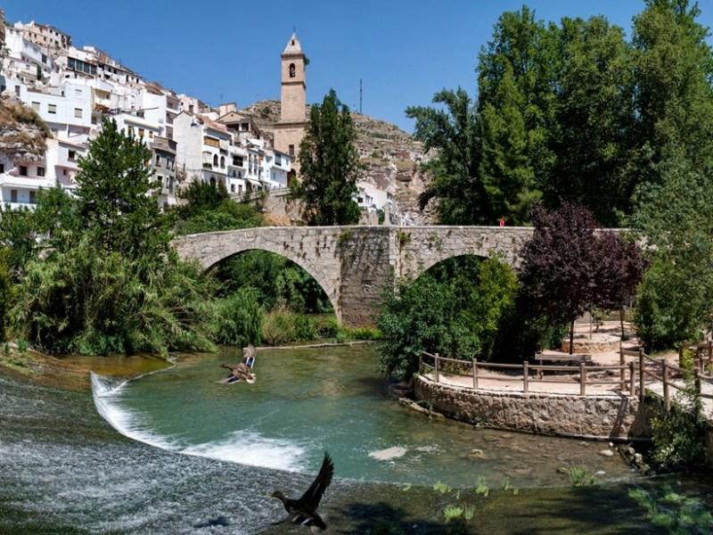 Iglesia y Puente de Alcala del Jucar