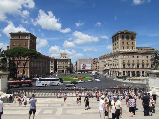 Plaza Venecia en la ciudad de Roma en Italia