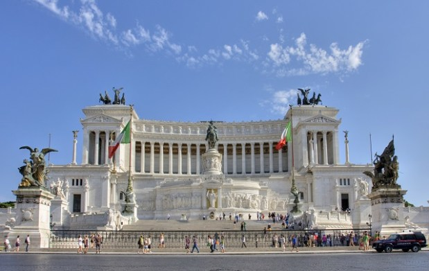 Plaza Venecia y Monumento Altare della patria en la ciudad de Roma en Italia