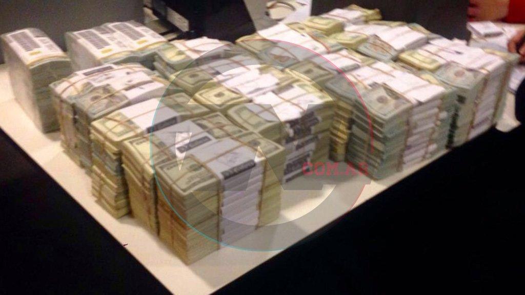 TERMOSELLADOS. Una de las imágenes que se tomaron de los dólares de Florencia Kirchner.