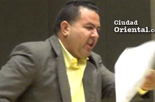 Daneris Santana reacciona enojado en la Sala Capitular al descubrir irregularidades en un informe