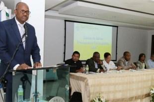 Alfredo Martínez se dirige al público asistente al acto de lanzaliento del 11vo, Presupuesto Participativo