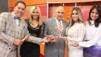 Ruddy González junto al equipo de Pégate con El Pachá