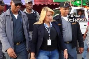 Fiscal Raquel Cruz protegida por policías y militares