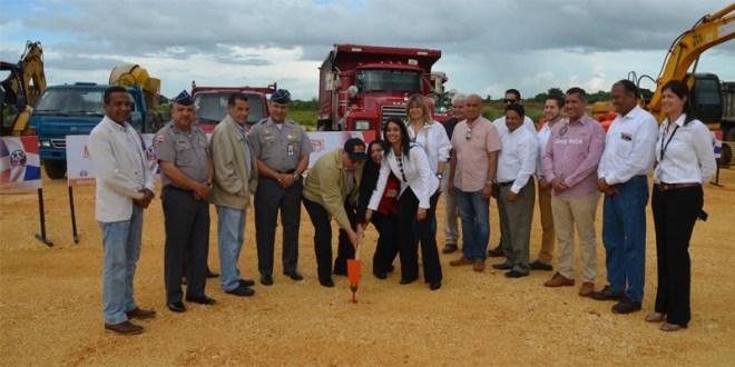Primer picazo para la construcción de infraestructuras en Ciudad Juan Bosch