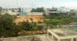 Terreno en el que supuestamente es construido el Palacio de Justicia de la provincia Santo Domingo, dos años después de haber iniciados los trabajos
