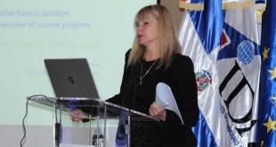Jane Hupe, directora de Medioambiente de la OACI, durante su ponencia.