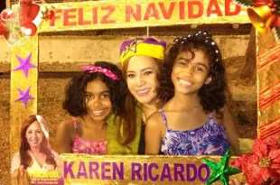 La diputada Karen Ricardo junto a dos niñas