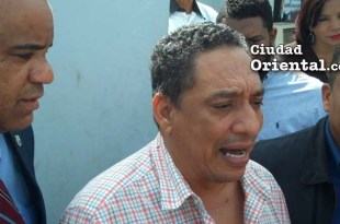 Monserrat Calderón habla a los periodistas en el cuartel general de la PN en Santo Domingo Orienta