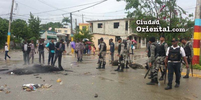 Militares y policías enviados a reprimir la protesta comunitaria