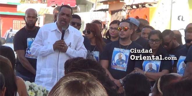 José Beato habla en el memorial a su hermano asesinado por pandilleros