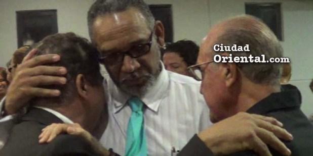 Pércival Peña llora junto a Secundino Palacios y Narciso Isa Conde