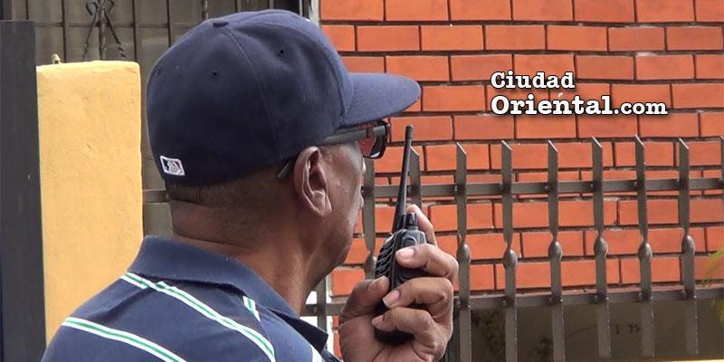 Vídeo - Así se defienden de los delincuentes en el Residencial El Trángulo de Alma Rosa II