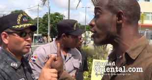 Momón enfrenta aloficial que amenazó con despojar a los carnavaleros de sus tambores y rompetas