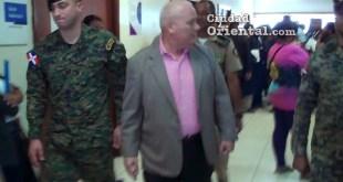 "El ""Ranger"" acompañados de militares a la salida del tribunal"