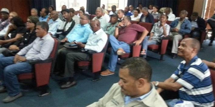 Asistentes a la asamblea dle movimiento periodístico Marcelino Vega, en el Gran Santo Domingo