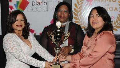 Photo of Mercedes Castillo recibe Premio a la Excelencia Femenina