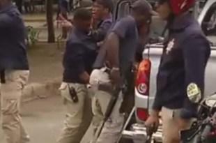 """Así, con fusiles y pistolas, militares arrestan a un """"verde"""""""