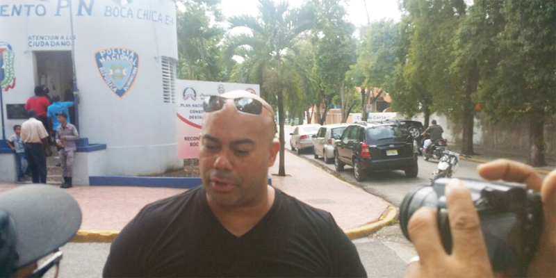 Bombero EEUU denuncia  extorsión por policías en Boca Chica