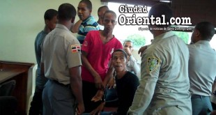 Los cinco condenados bajo custodia policial