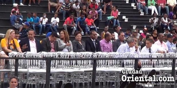 Miembros del gabinete del alcalde Martínez,perfectamente sentados a la espera del inicio del acto.