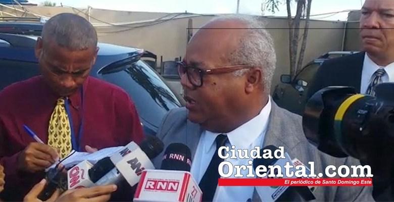 Miguel Lirian, abogado contratado por el Arzobispado para defender al sacerdota imputado de asesinar a un chico de Santo Domingo Norte