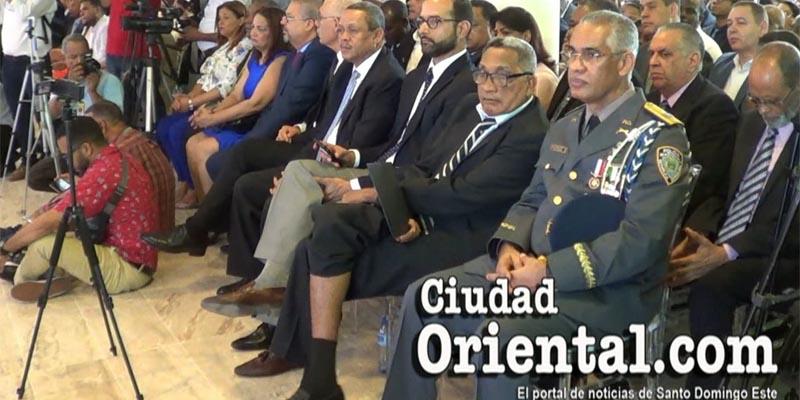 Así se acomodó el Gobernador del Faro a Colón en este acto solemne + Vídeo