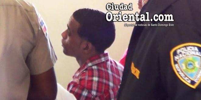 Miguel Ángel Castro Pérez, entre custodios