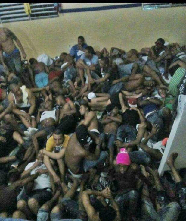 """Esta foto entregada a los medios de comunicación por la PGR muestra la """"normalidad"""" en la cárcel de La Victoria"""