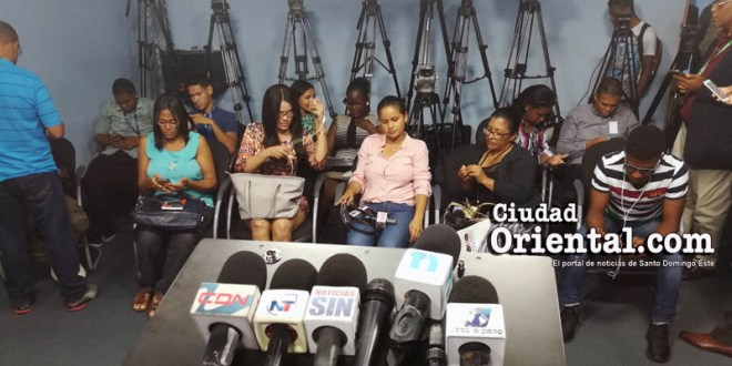 Reporteros a la espera de la rueda de prensa de la PN