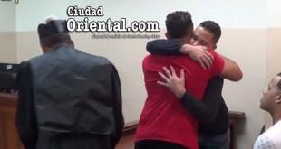 Los hermanos Pérez de León, abrazados.