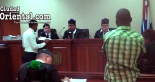 El imputado Laniel Manuel Calderón Caparosa, escucha su sentencia