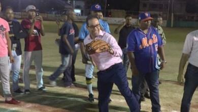 Photo of En Los Mameyes dedican torneo de softball a Amado Díaz