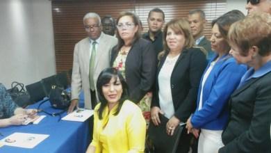 Photo of Geanilda Vásquez inscribe candidatura para la presidencia del PRM