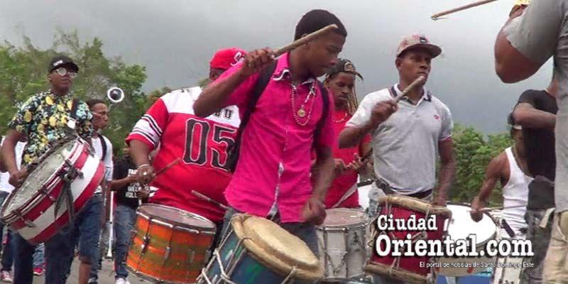 Carnavaleros de SDE protestan en las calles contra El Cañero + Vídeo